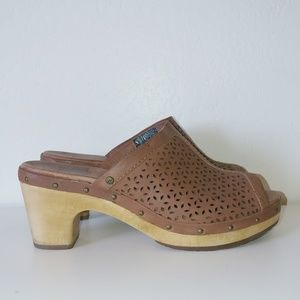 UGG peep toe leather low heel clogs